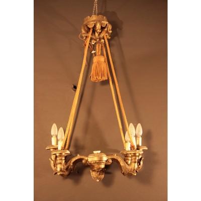 Lampadario in legno scolpito